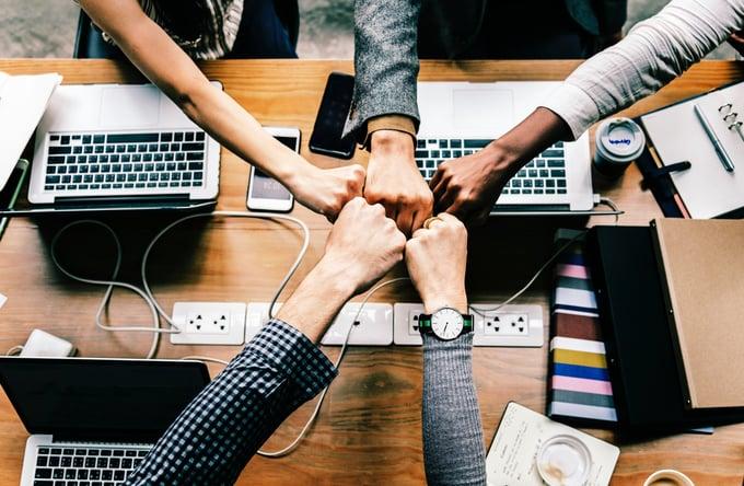Tillhub Teamarbeit KMU