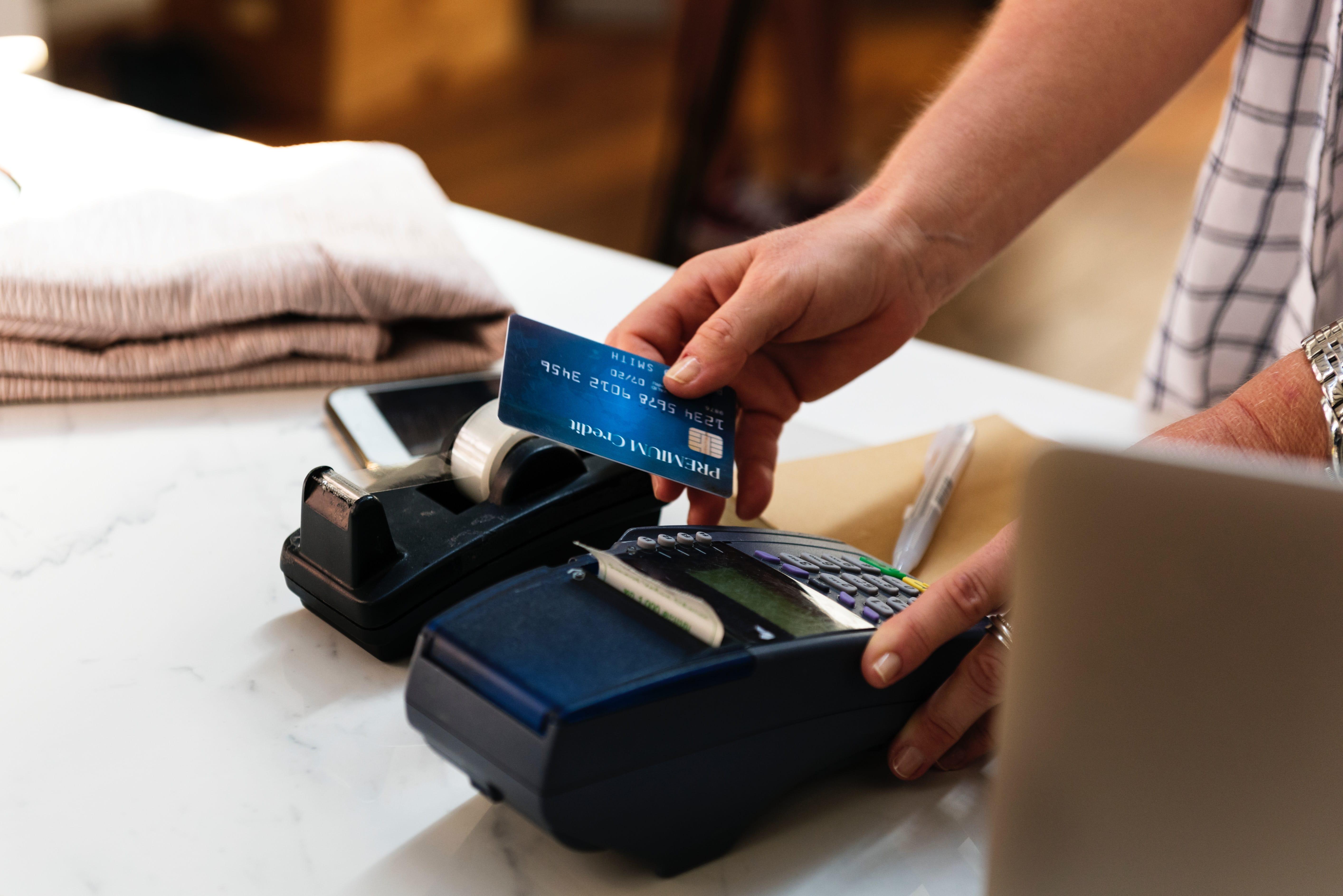 Kartenzahlung im Einzelhandel: EC und Kreditkarten annehmen